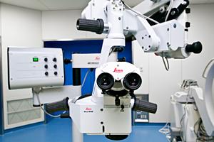ライカ社製 高性能手術用顕微鏡